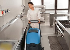 沈阳洗地机厂家推荐驾驶式洗地机清洁地面效率更高